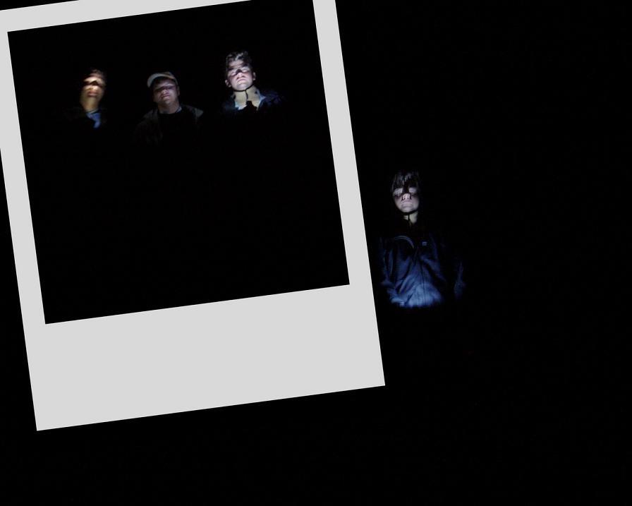 На создание этого творения меня подвигли удивительные фотографии с диска Дмитрия Малютина. Как я понял, не все на этом диске снимал сам Дима. Это странные, невероятные фотографии! Слайдшоу
