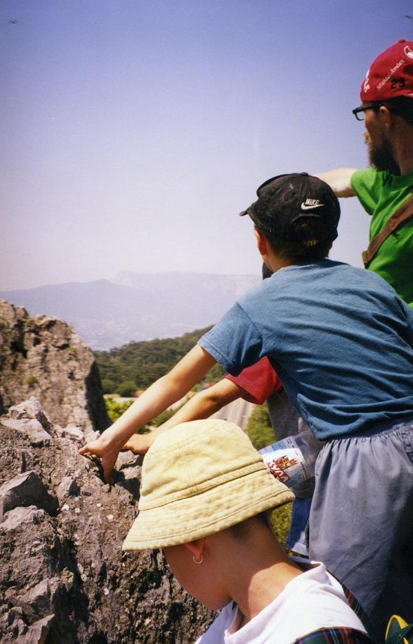 Го учит видеть, метод Восхождения, обучение детей, обучение по методу Восхождения, путешествия с Мастером Го, На фото - Крым, одна из наших детских эспедиций в пещерные города Крыма