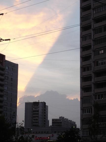 Это небо над поймой Яузы, кто-то видел где-то такие облака?