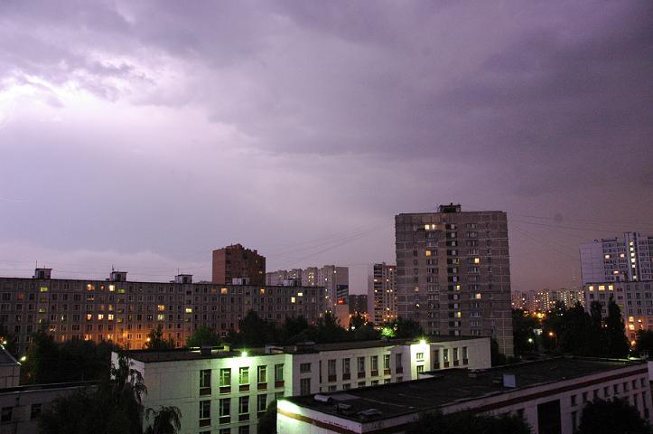 Это фото сделал Артем. Это не небо, я смотрю на это фото и вижу свой ум этих ночей - небывалого цвета, странный, штурмующий все и вся, дикий и страшный.