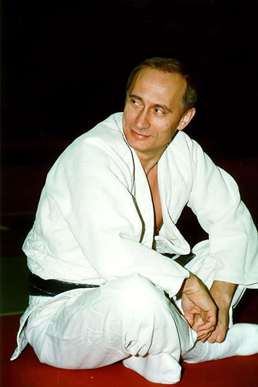 Президент России - Мастер Боевых Искусств. Когда Владимир Путин одевает кимоно, то он имеет право подпоясать его черным поясом. В Го тоже есть люди, которые имеют право носить черный пояс. Мастер всегда видит Мастера. Го учит нас видеть черные пояса - на себе самих, и на других людях