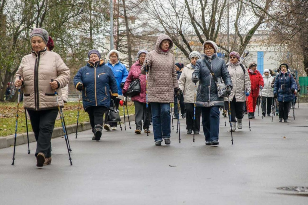 скандинавская-ходьба-в-пожилом-возрасте-польза-и-вред